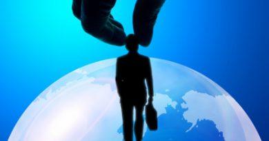 派遣社員を直接雇用する場合は、派遣会社に手数料を払わなければいけないのか?